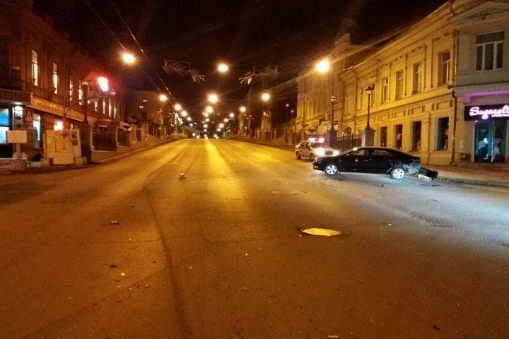 ВТомске столкнулись «ВАЗ» и«Шкода». Пострадали два человека