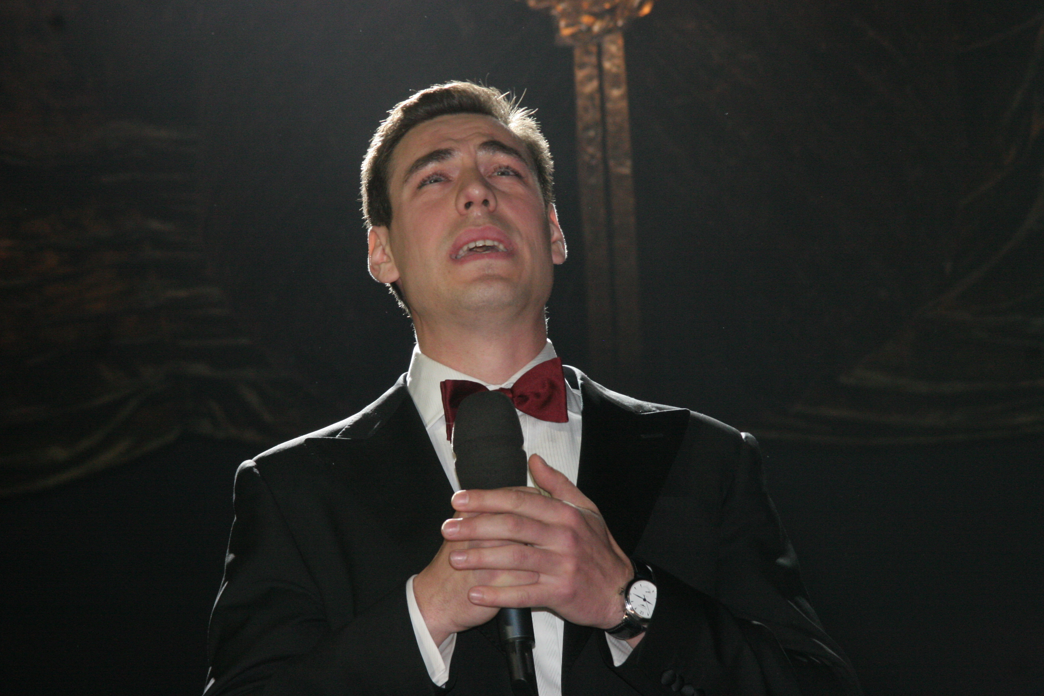 Артист Дмитрий Дюжев сломал ногу