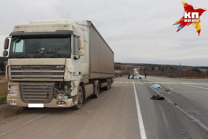 ВУдмуртии два грузового автомобиля поочередно сбили пенсионерку
