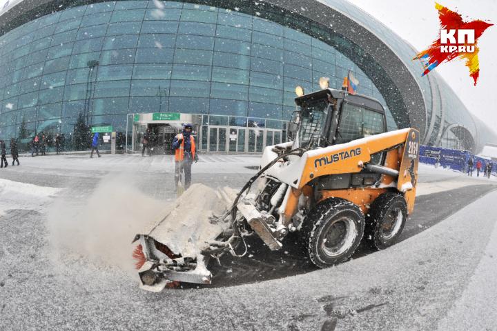 Отправление неменее 50-ти рейсов задерживается встоличных аэропортах из-за непогоды