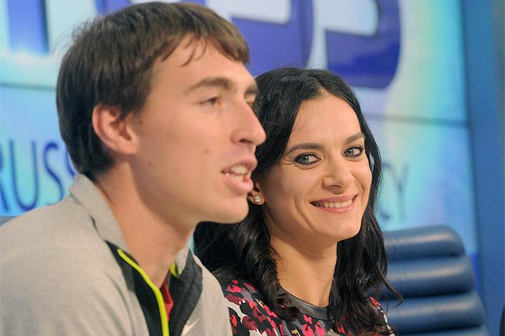 Трем звездам российской легкой атлетики, в числе которых Елена Исинбаева и Сергей Шубенков (на фото), выплатят по 4 млн. рублей.