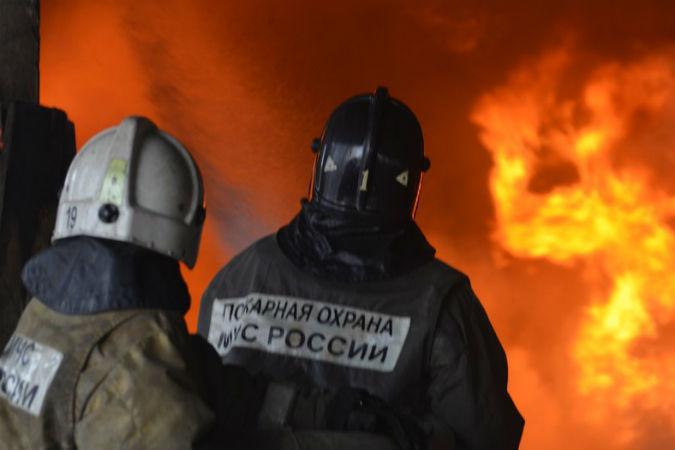 Изгорящей квартиры наИвановской улице спасли троих жильцов