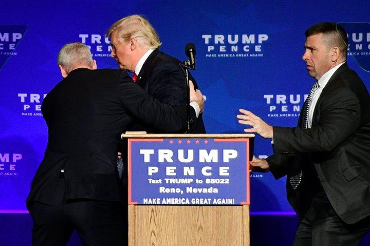 Вовремя выступления вНеваде Трампа забрали сосцены агенты Секретной службы