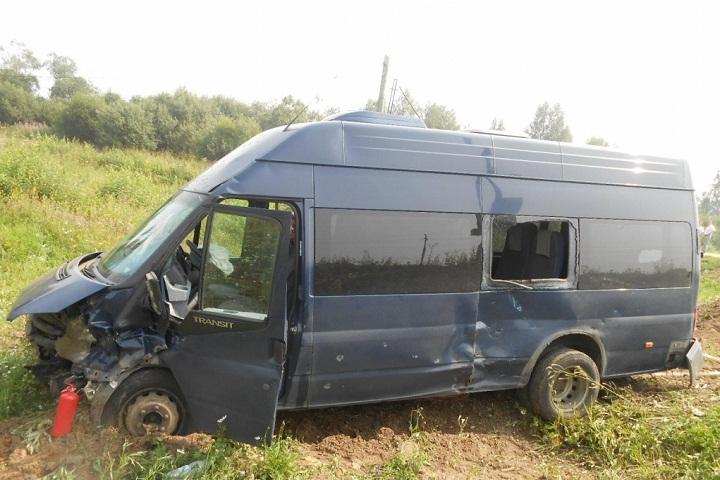 Крупное ДТП сучастием микроавтобуса случилось вДагестане: есть пострадавшие