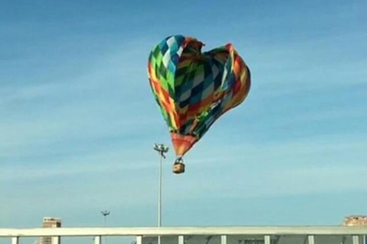 Хабаровчане стали очевидцами падения воздушного шара врайоне арены «Ерофей»
