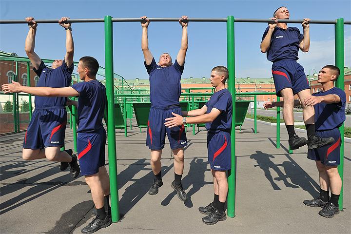 Минобороны делает много для стимулирования развития спорта в войсках: военнослужащие имеющие высокий уровень физической подготовки, имеющие спортивные разряды получают приличное материальное стимулирование.