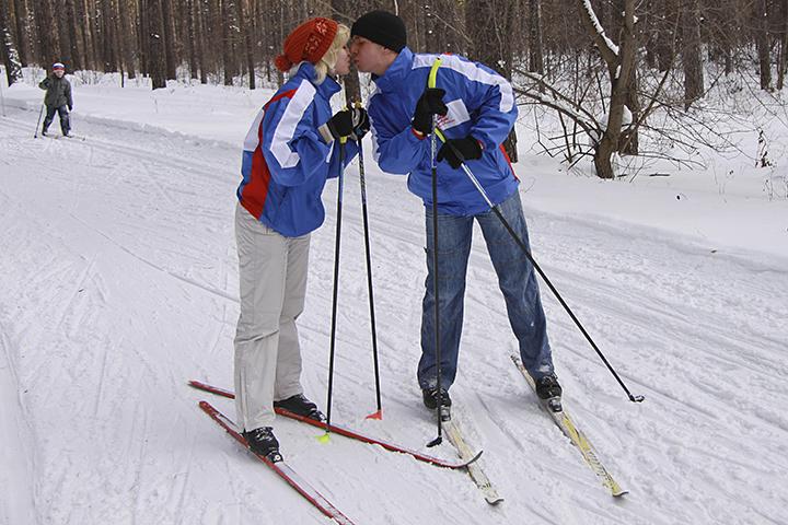 Рассказываем, где можно покататься и взять лыжи напрокат, чтобы не тащить их собой через весь город