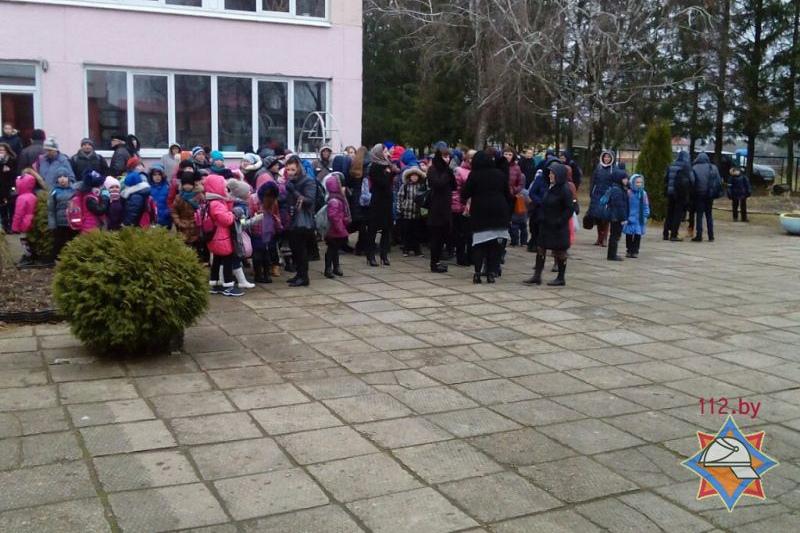 В Минском районе из детсада-школы эвакуировали детей из-за задымления. Фото: МЧС