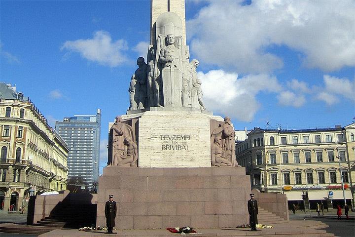 Студентка из Испании справляла нужду у памятника Свободы. Фото: с сайта wikimedia.org