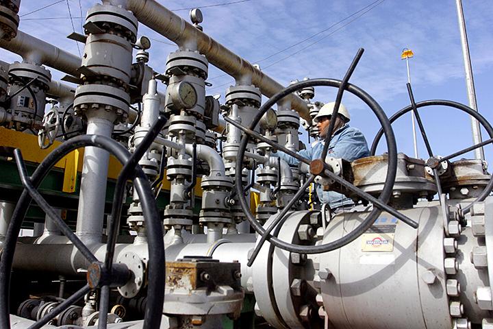 ОПЕК вовторник может достигнуть консенсуса поограничению добычи нефти