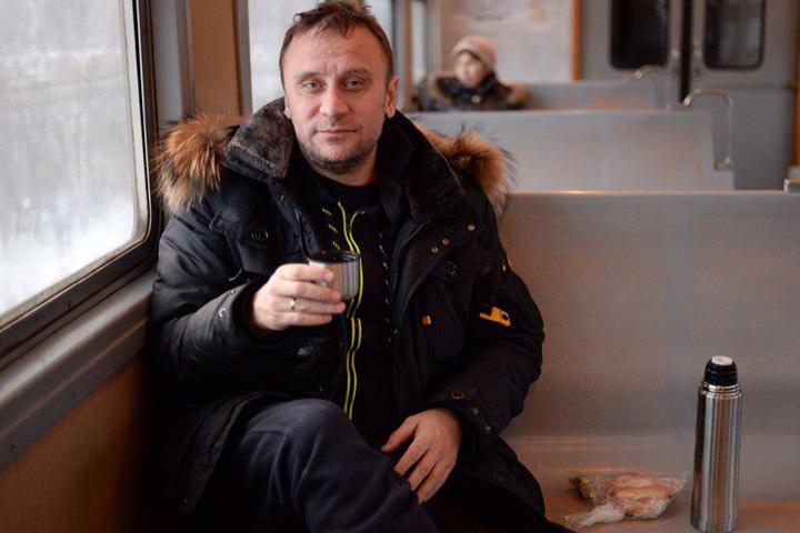 Владимир Ворособин согревается чаем
