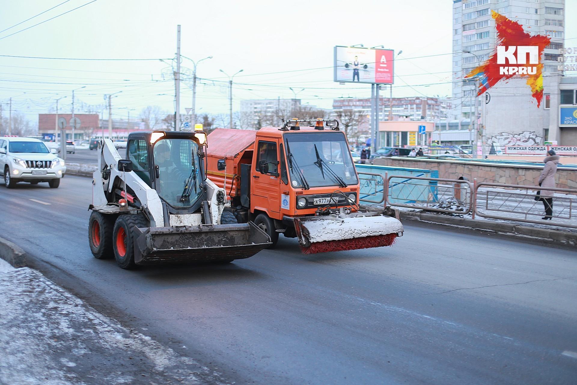 На улицах города работает снегоуборочная техника