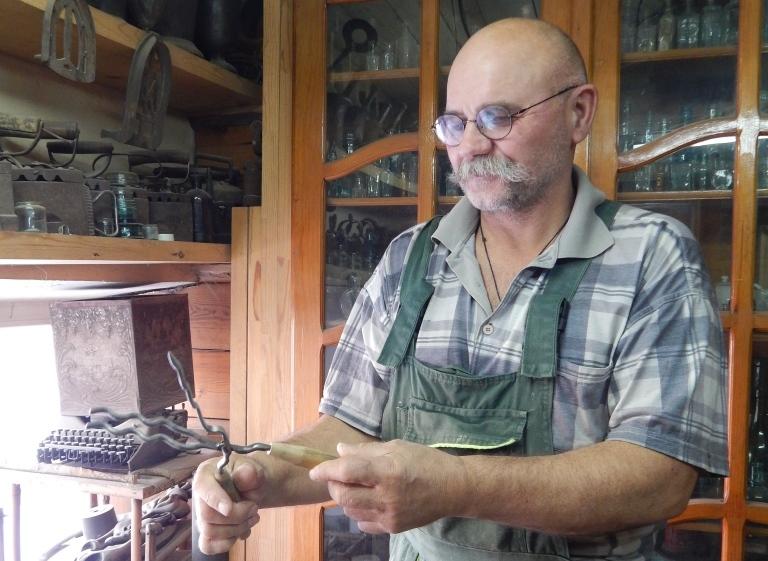 Своим опытом с «Комсомолкой» поделился известный в городе собиратель старины Александр Лещенко.