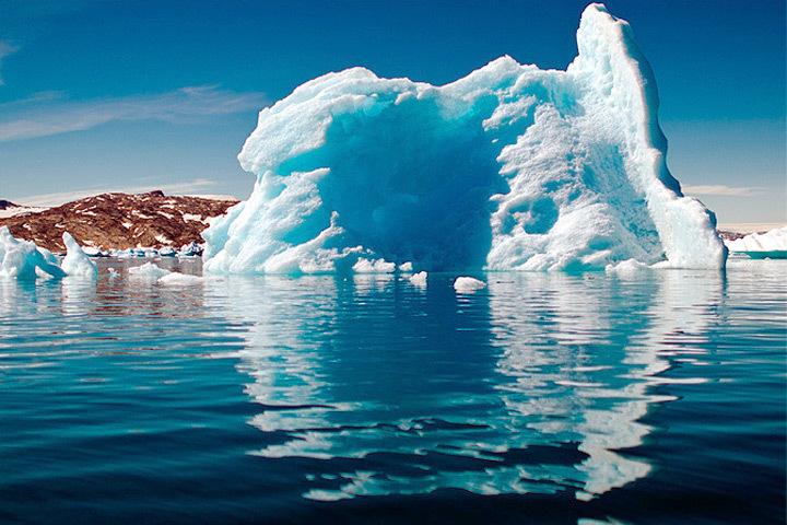 Необычно теплая осень этого года в Арктике может быть признаком того, что климатические изменения на планете приблизились к критической точке.