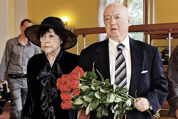 Поэтесса Белла Ахмадулина и театральный художник Борис Мессерер были счастливы вместе 36 лет.