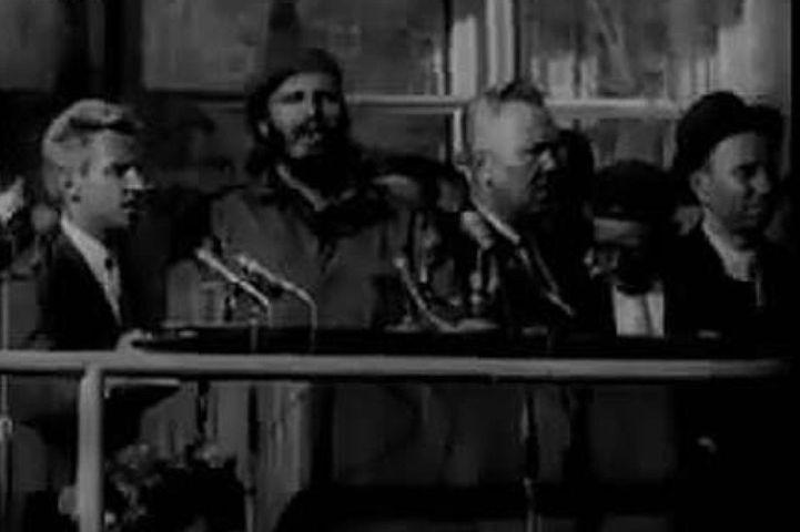 Фидель Кастро выступает с речью на стадионе в Волгограде. Фото: кинохроника (ЦСДФ (РЦСДФ)