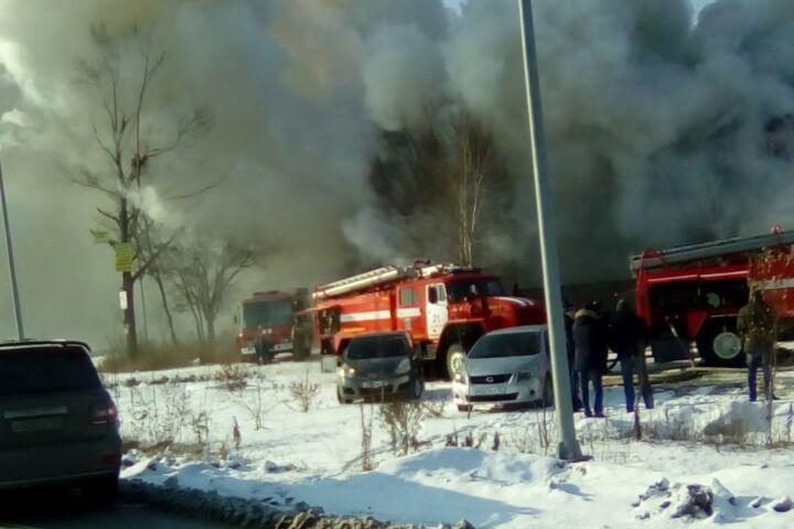 """В пригороде Владивостока сгорело кафе """"Русть"""". Фото: очевидец Елена"""
