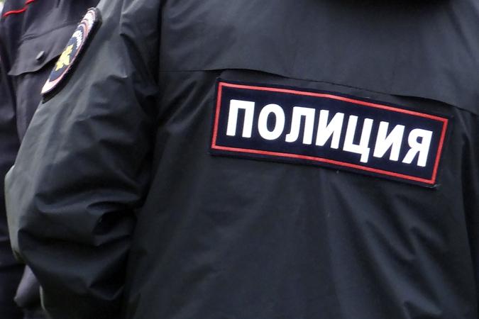 Тюменский полицейский ногой выбил пистолет удебошира