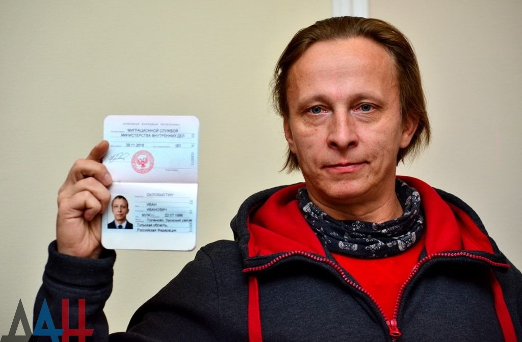 Иван Охлобыстин получил паспорт ДНР. Фото: Донецкое агентство новостей.