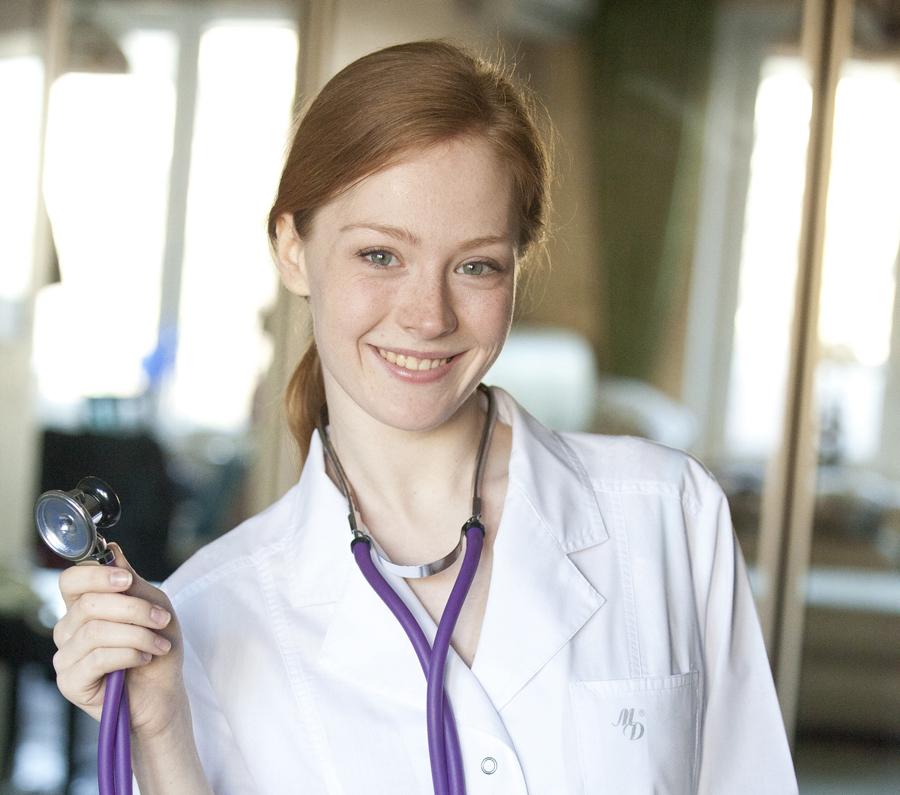 Отрасль-рекордсмен по числу вакансий - медицина. Не хватает врачей, медсестер и фельдшеров.