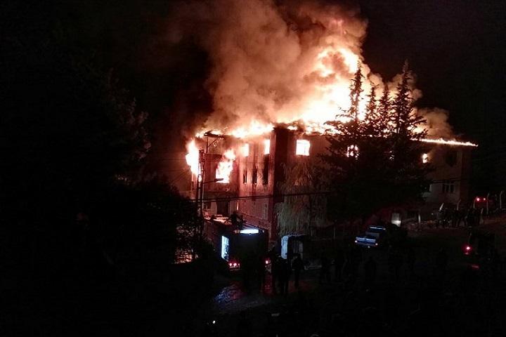 Пожар в общежитии для девочек в турецком Адане унес жизни 11 детей и одного преподавателя