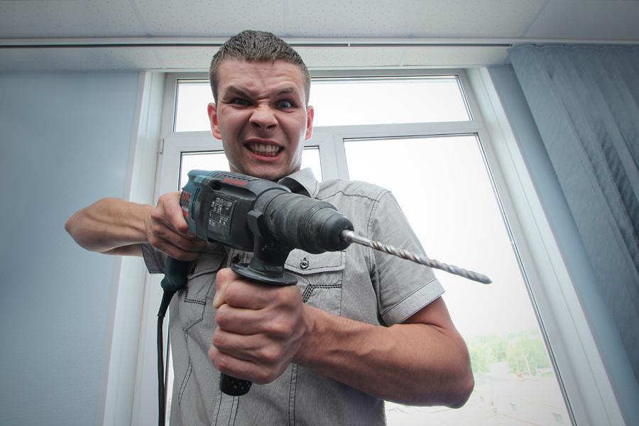 Почти 85% вступают с соседями в конфликты. Например, из-за вечного ремонта!