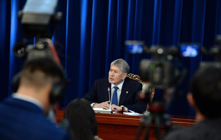 Лучшим подарком на юбилей для президента стали рисунки дочери и письма кыргызстанцев.
