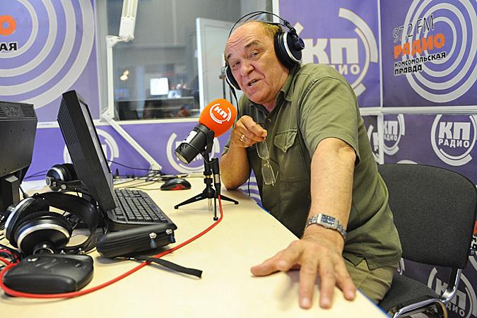 Виктор Баранец слушает современные песни и пытается понять их смысл