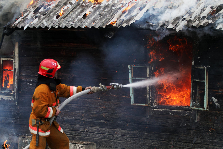 ВЧертковском районе Ростовской области вофлигеле сгорел человек