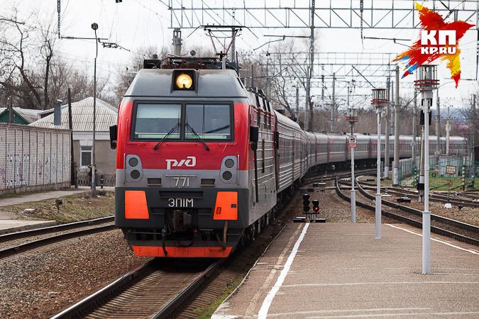 Нажелезнодорожном переезде вВышнем Волочке столкнулись локомотив и грузовой автомобиль