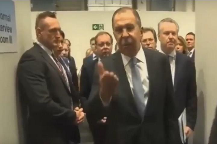 На скандальном видео трудно понять, из чьих именно уст исходит резкая фраза. Фото: стоп-кадр Youtube
