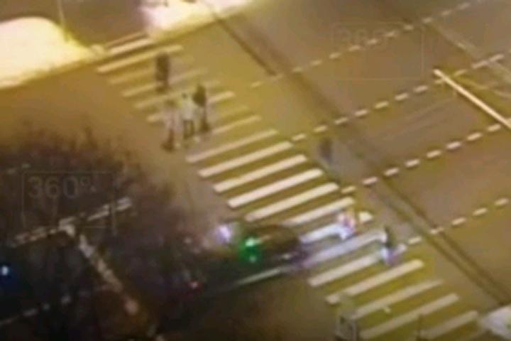 Размещено ВИДЕО наезда украинского депутата на8-летних девочек-близняшек в столице России