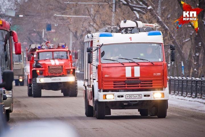 Две иномарки сгорели сегодня ночью вЕкатеринбурге
