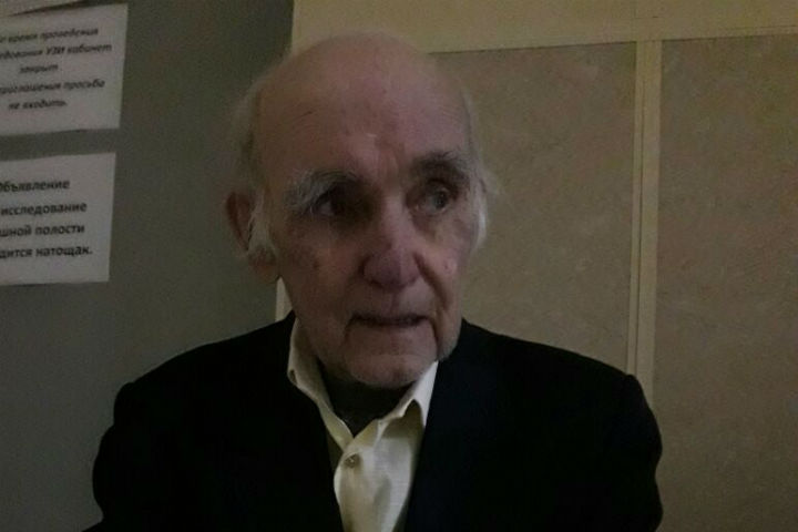 Служба такси озамёрзшем пенсионере: Довезли поадресу, шофёр хотел посодействовать