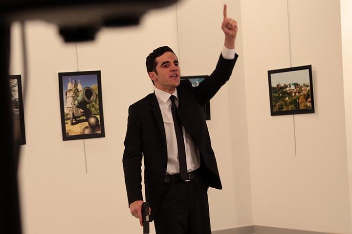 Убиты посол РФ итеррорист— Покушение вАнкаре