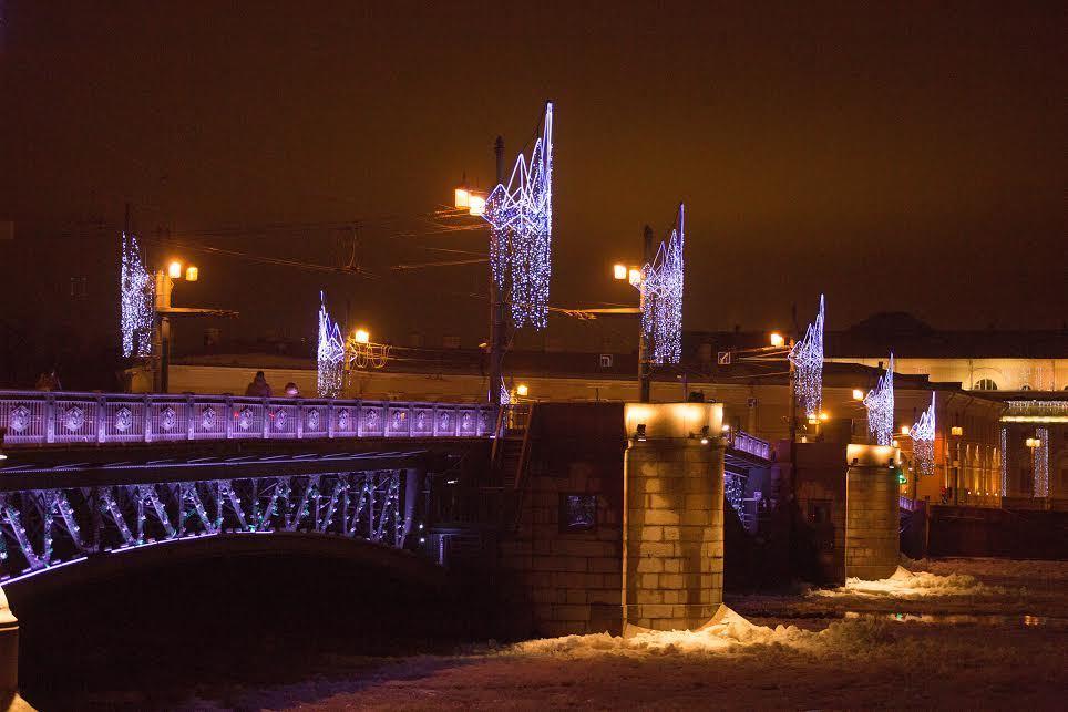 ВПетербурге пройдут флэшмобы вчесть 100-летия Дворцового моста