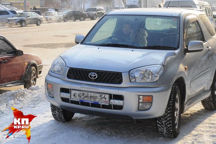 ВНовосибирске небольшой ребёнок 1.5 часа провёл взаблокированной машине нахолоде