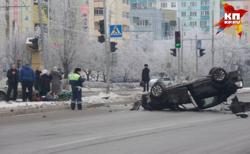 ВРостове-на-Дону легковушка сбила женщину сколяской