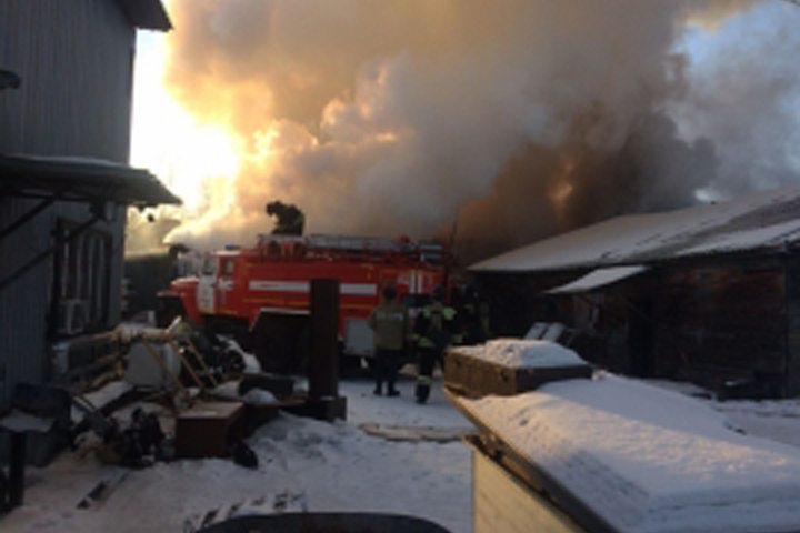 Склад навсе 100% сгорел вЖелезнодорожном районе Хабаровска
