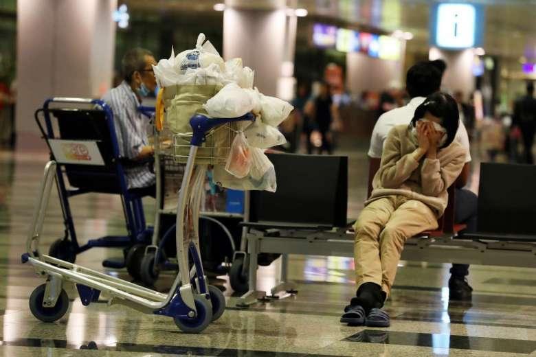 Картинки по запросу аэропорт зал ожидания женщина тележка