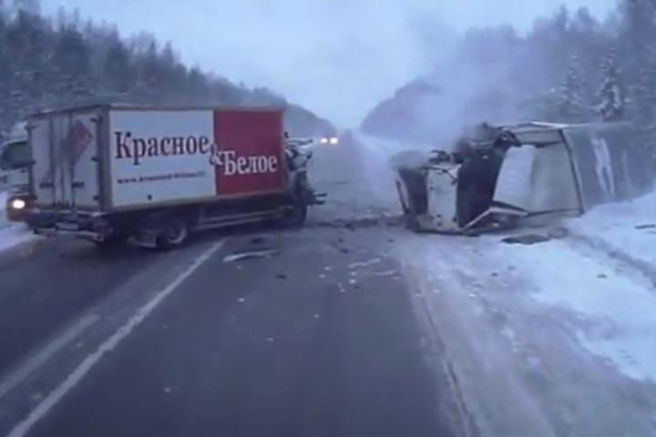 Натрассе «Пермь-Екатеринбург» столкнулись две фуры