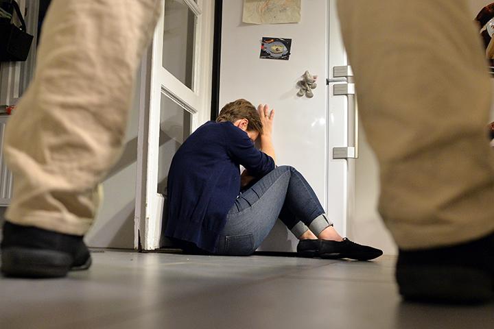Если семейная разборка случилась впервые, а в её результате никто серьёзно не пострадал, то против зачинщика заведут максимум административное дело