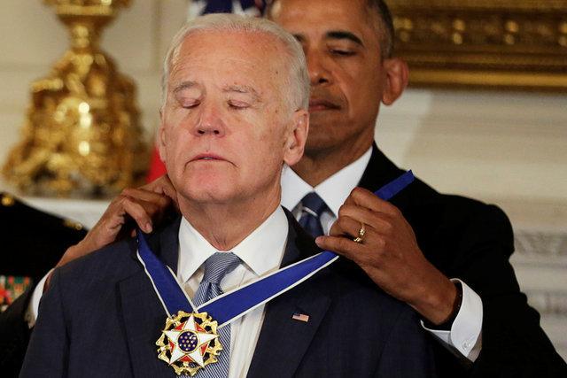 Байден прослезился при получении Президентской медали Свободы