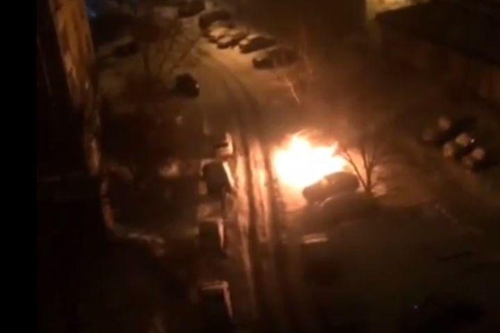 ВВолгограде ночью загорелись две машины