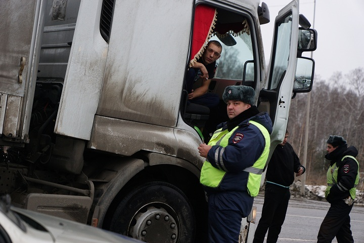 Шофёр грузового автомобиля, пропавшего попути изПитера вЧереповец, перерезал себе артерию