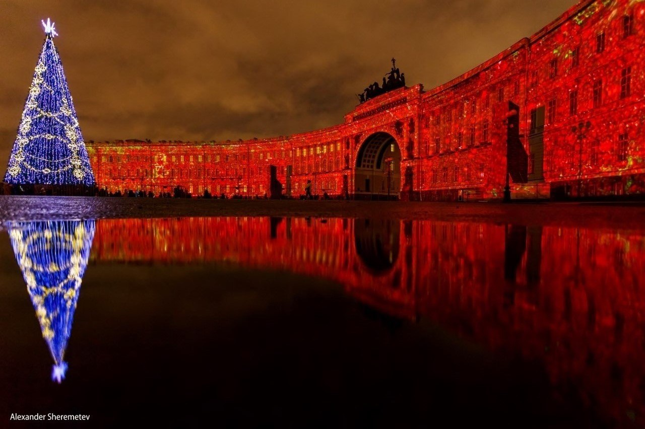 Зимний дворец иГлавный штаб подсветят красным вчесть 100-летия революции