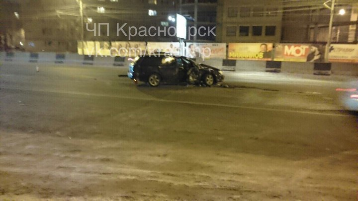 Водителя иномарки зажало вавтомобиле после ДТП вКрасноярске