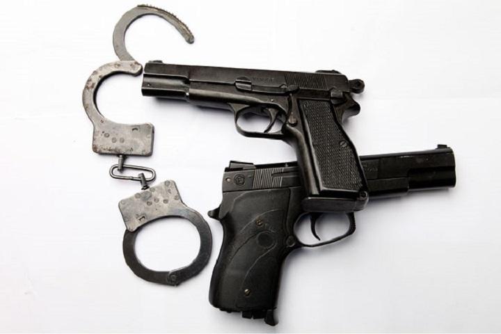 ВМахачкале впроцессе задержания наркоторговца двое полицейских получили ранения