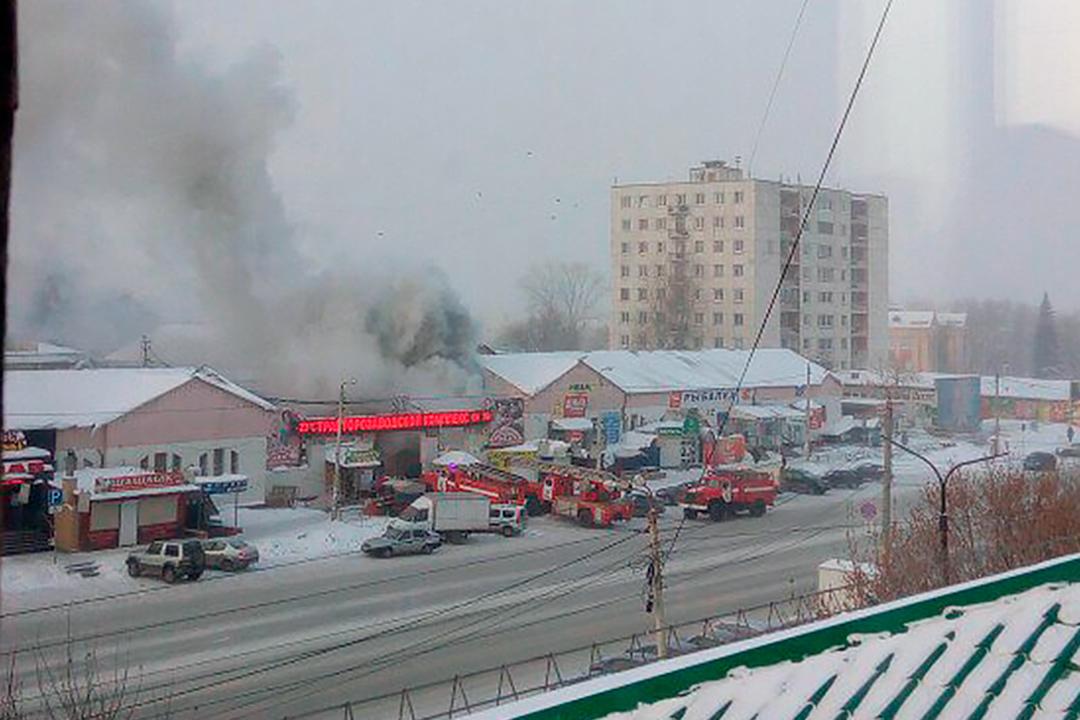 ВЧелябинске наптичьем рынке вспыхнул пожар