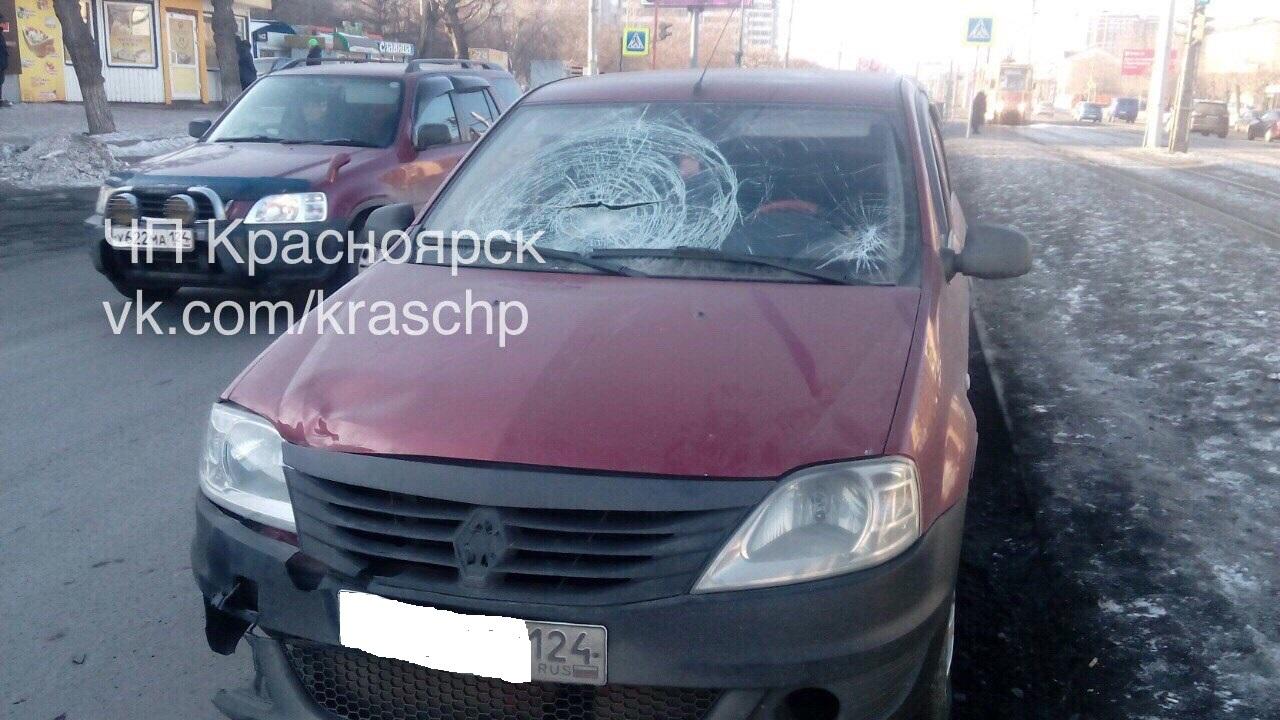 Направом берегу автомобилист сбил перебегавшую дорогу девушку